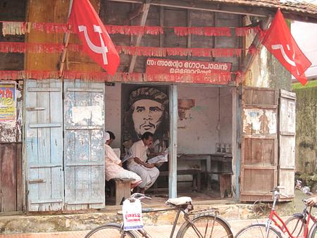 Che Guvara in left resting centre