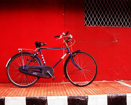 Bicycle in front of wall, great wallpaper