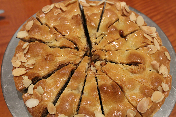 Toffee tart with dryfruits